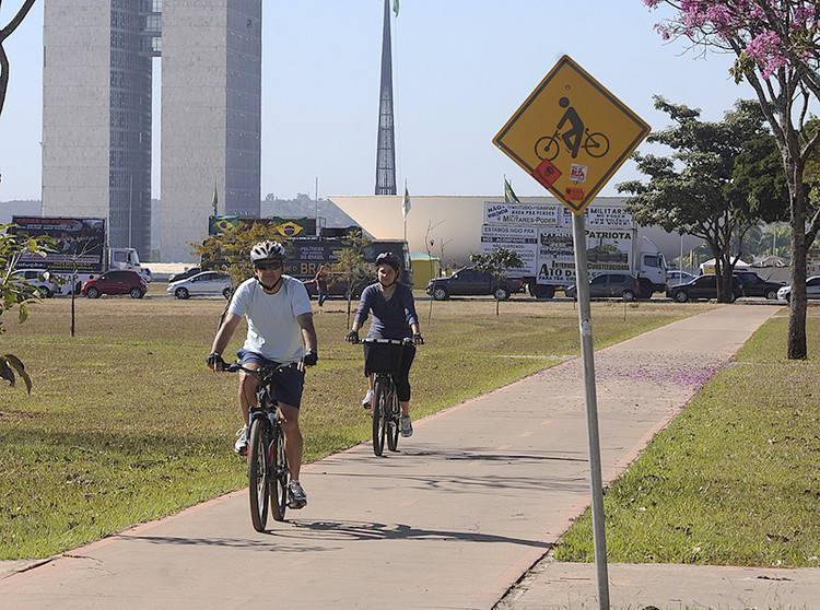 Ranking das cidades com as maiores estruturas cicloviárias do Brasil, Brasília. © Senado Federal, via Flickr. CC. Used under <a href='https://creativecommons.org/licenses/by-sa/2.0/'>Creative Commons</a>