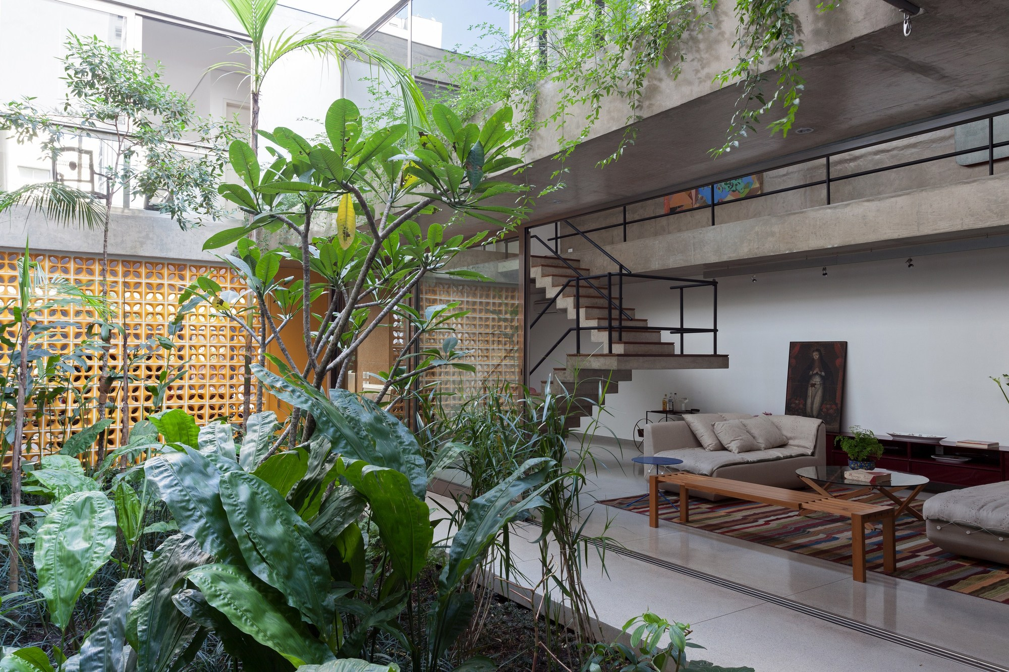 Jardins house cr2 arquitetura archdaily for Casa mansion la cima