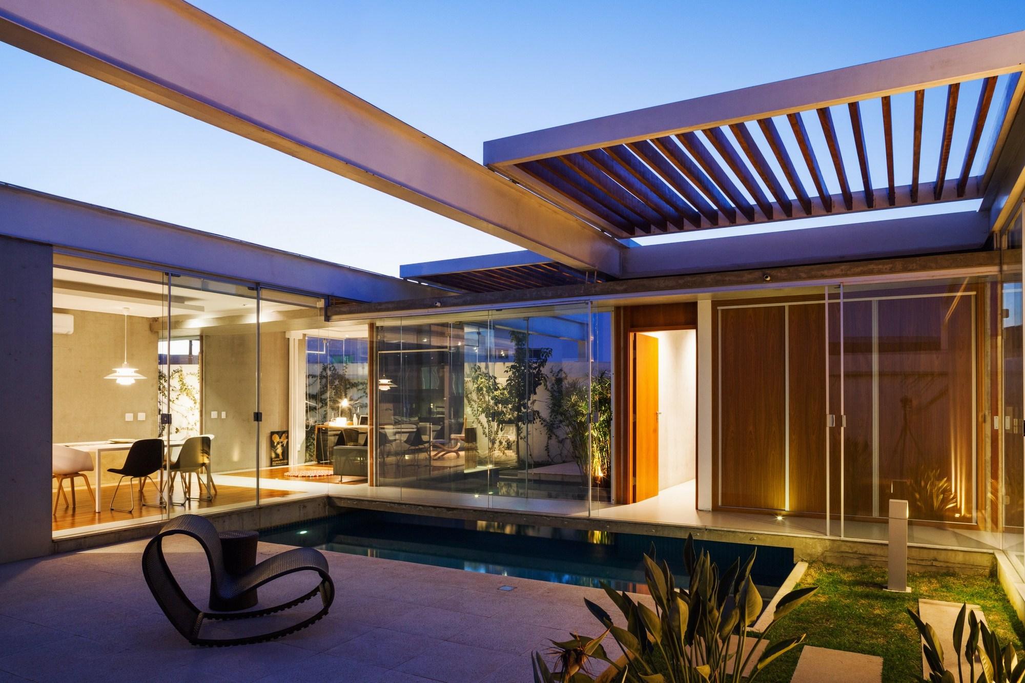 Galeria de casa das p rgolas deslizantes fgmf arquitetos 3 for Mobiliario piscina