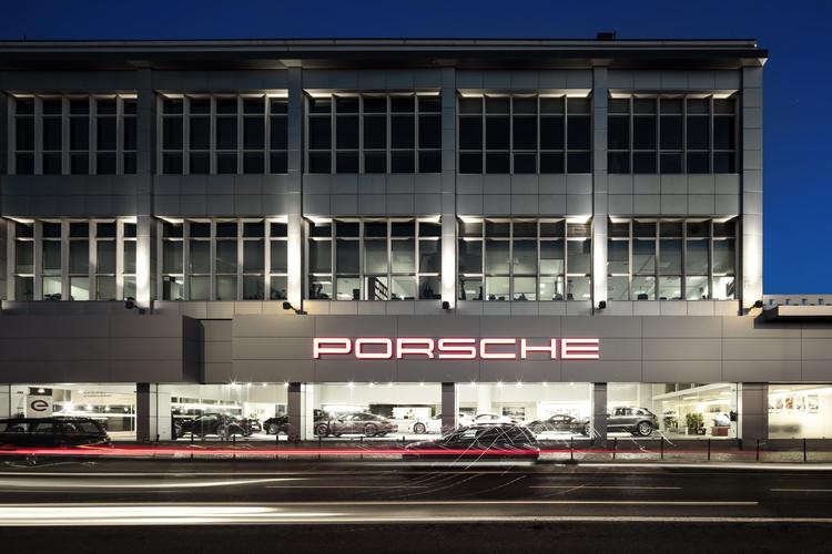 Centro Porsche Lisboa / OW arquitectos, © Fernando Guerra | FG + SG