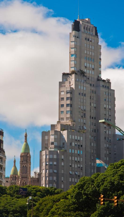 Clásicos de Arquitectura: Edificio Kavanagh / Sánchez, Lagos y De la Torre, vía © Wikipedia User: Kobac, Licensed under CC BY 2.0