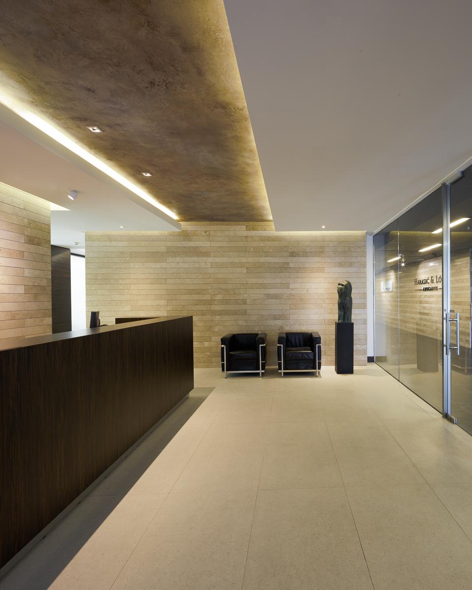 Galer a de oficinas harasic y l pez egbarq 11 for Diseno de interiores oficinas modernas
