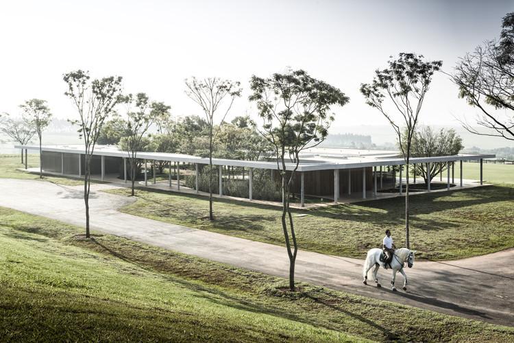 Sede do Centro Equestre da Fazenda Boa Vista / Isay Weinfeld, © Fernando Guerra | FG+SG