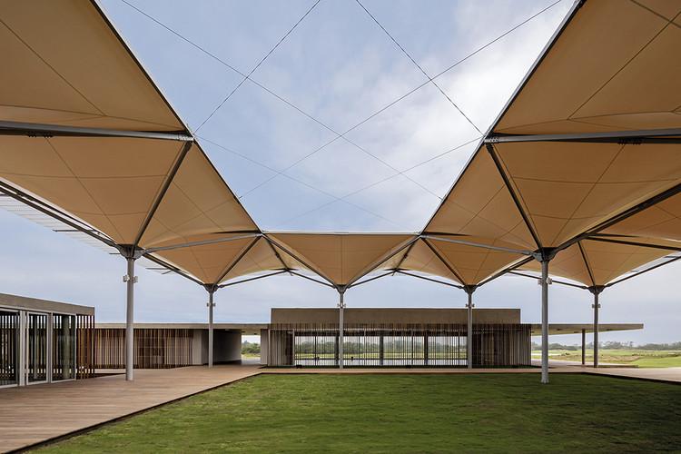 Olympic Golf Clubhouse /  RUA Arquitetos, © Leonardo Finotti