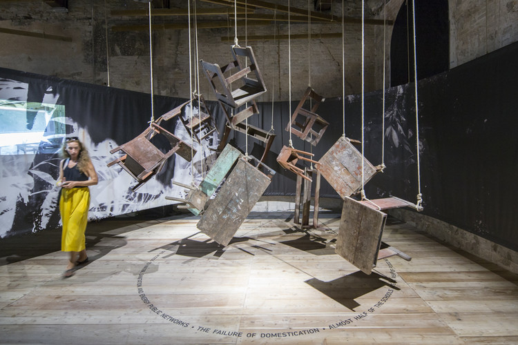 """Peru ganha menção especial na Bienal de Veneza 2016 com a exposição """"Our Amazon Frontline"""", Our Amazon Frontline / Pabellón de Perú en la Bienal de Venecia 2016. Image © Laurian Ghinitoiu"""