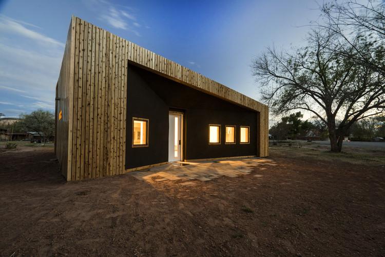 Cedar Hall / DesignbuildBLUFF , © Spotlight Home Tours