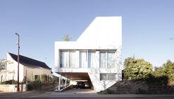 Flying Box Villa / 2A Design