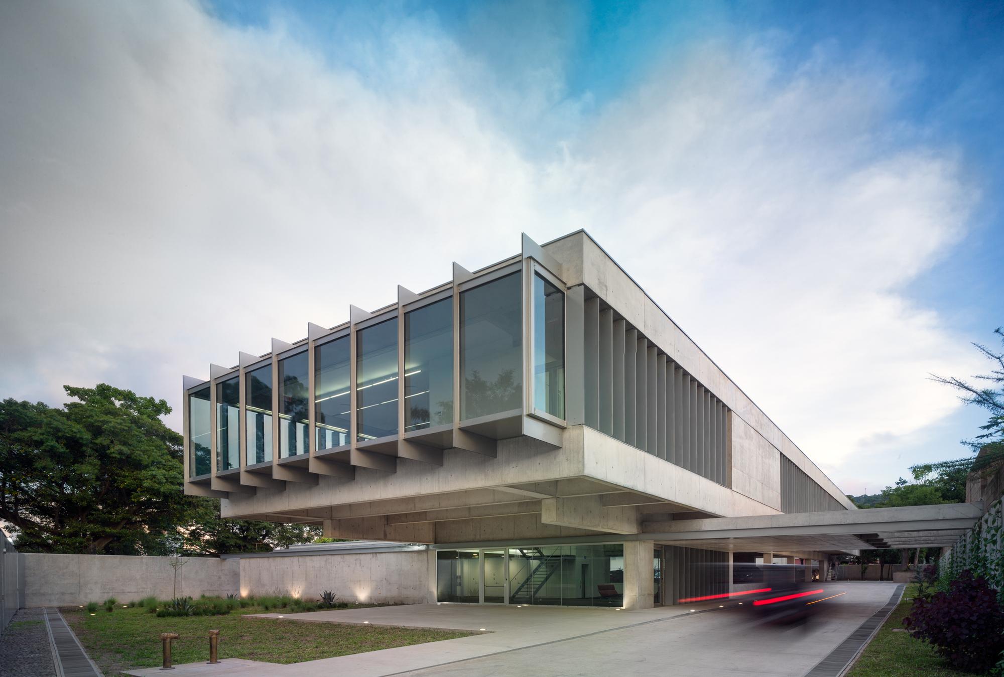 Puma Energy El Salvador Headquarters / Ruiz Pardo - Nebreda