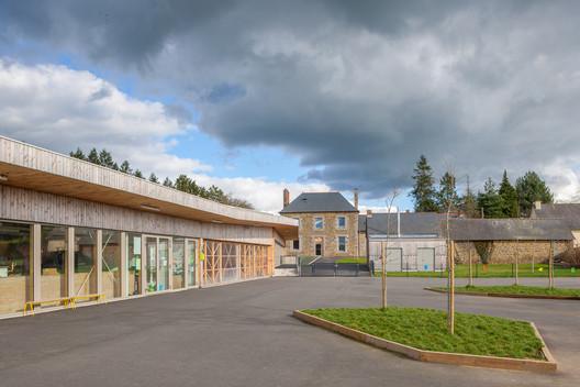 Treverien Primary School  / Guinée et Potin Architects