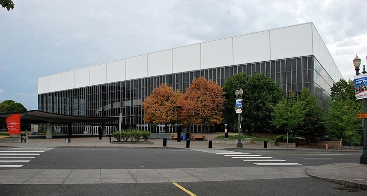 Portland's Veterans Memorial Coliseum Named National Treasure by National Trust for Historic Preservation, © Wikimedia cc user Steve Morgan. Licensed under CC BY-SA 3.0