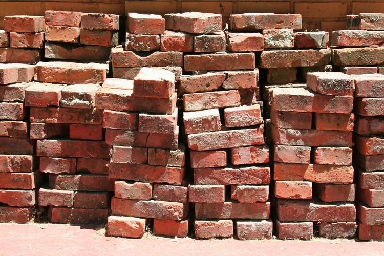 Pesquisadores do RMIT desenvolvem tijolo feito com bitucas de cigarro, © Flickr cc user letsbook. CC BY-NC-ND 2.0