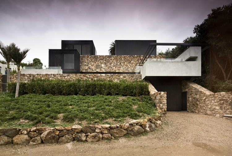 Local rock house pattersons archdaily for Built your house