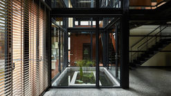 Spring House / W L A
