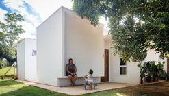 Casa dos Caseiros  / 24 7 Arquitetura