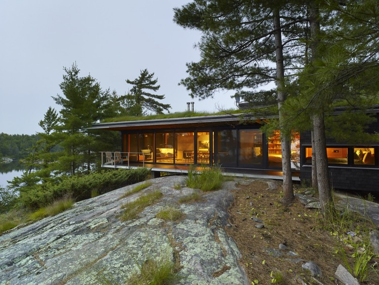 Go Home Bay Cabin  / Ian MacDonald