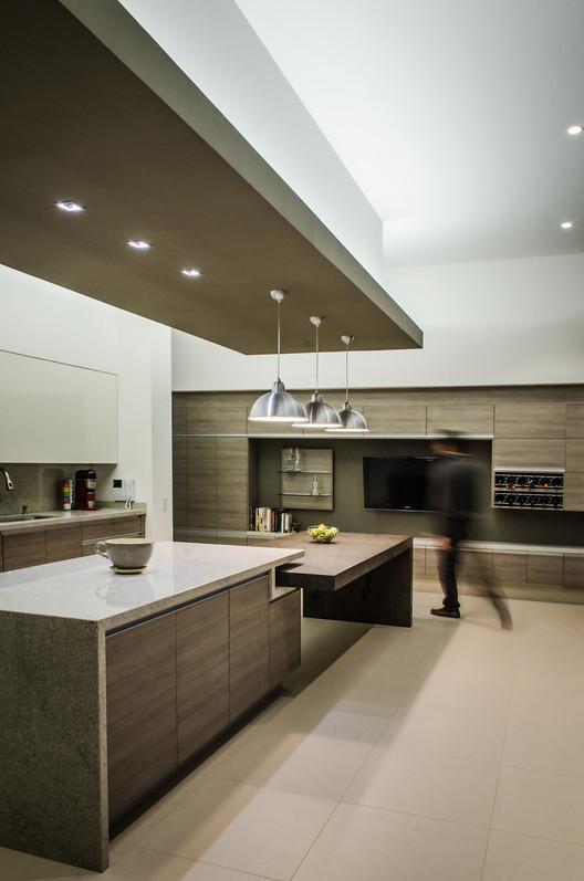 Casa agr adi arquitectura y dise o interior archdaily - Plafones para cocinas ...
