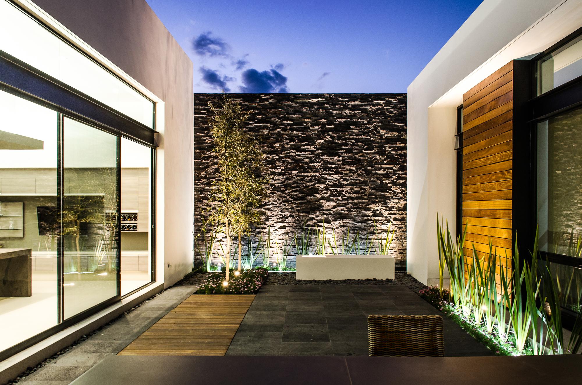 Galer a de casa agr adi arquitectura y dise o interior 9 for Diseno jardin interior