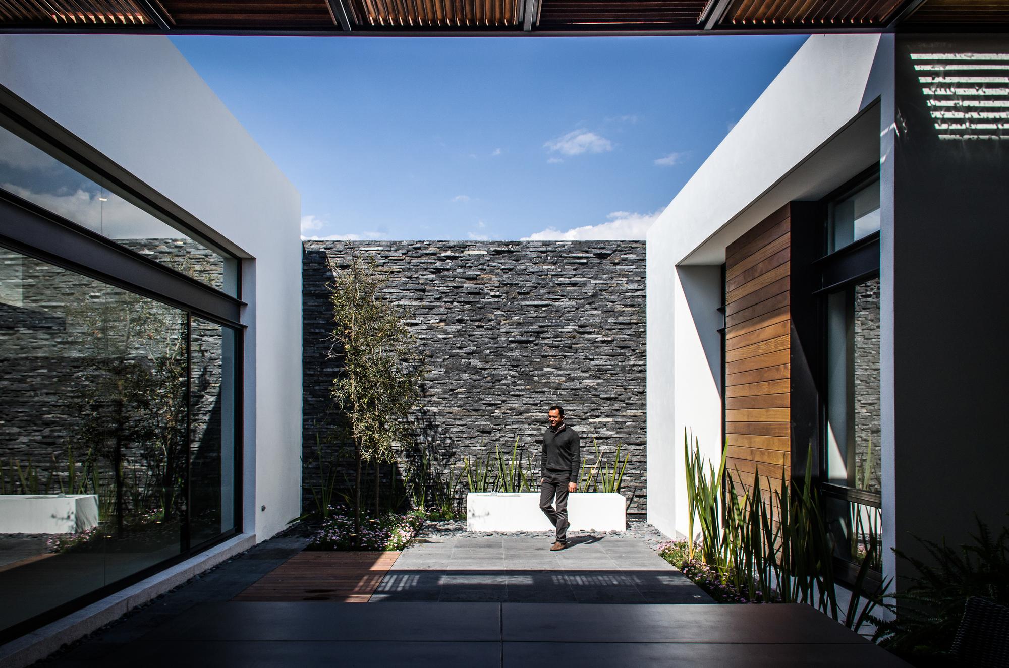 Galer a de casa agr adi arquitectura y dise o interior 1 Diseno de ambientes y arquitectura de interiores