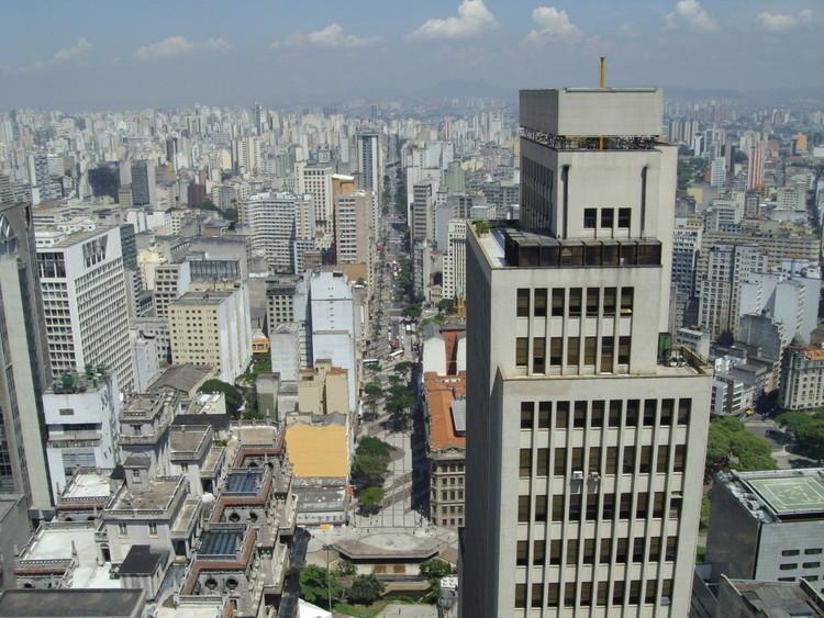 Edifício abandonado é transformado em habitação popular no centro de São Paulo, Centro de São Paulo. Image © Evandro Miquelito, via Flickr. CC