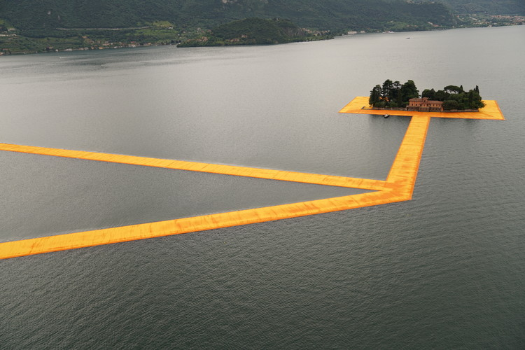 "The Floating Piers Opens on Lake Iseo Allowing Visitors to ""Walk on Water"", © Christo"