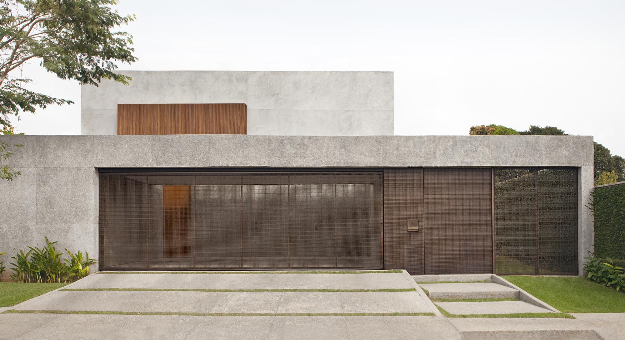Carrara House / Studio [+] Valéria Gontijo