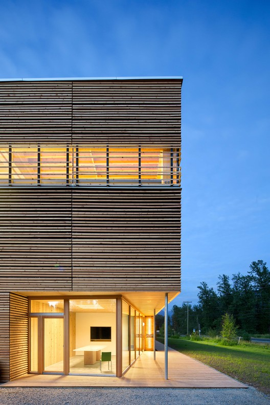 BC Passive House Factory / Hemsworth Architecture, © Ema Peter