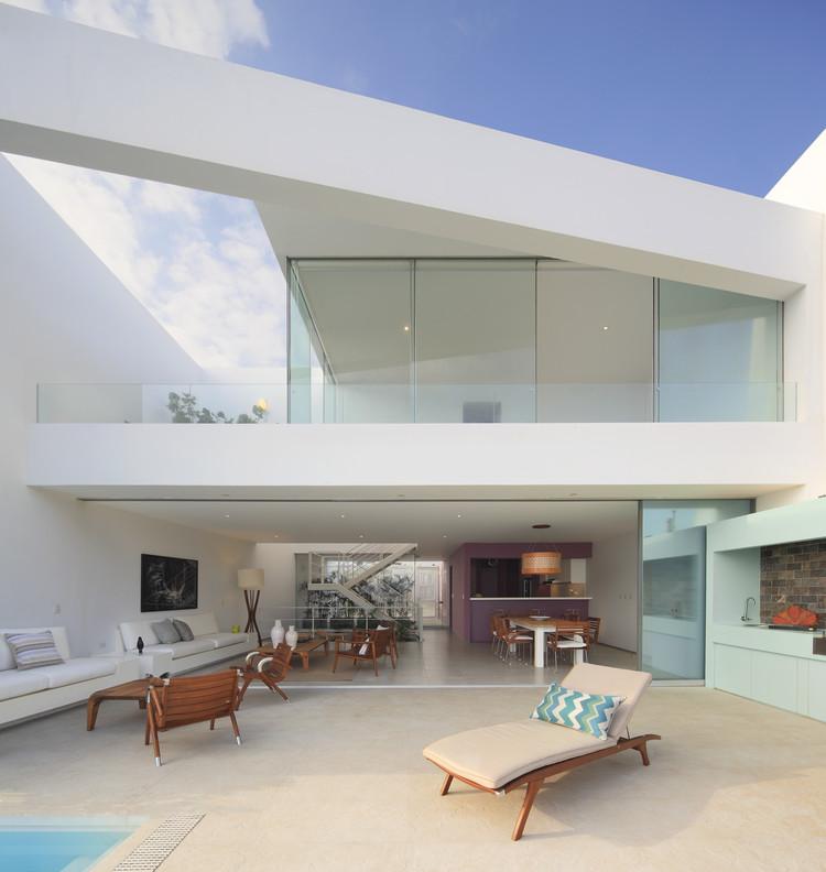 Casa AVE  / Martín Dulanto , © Juan Solano Ojasi