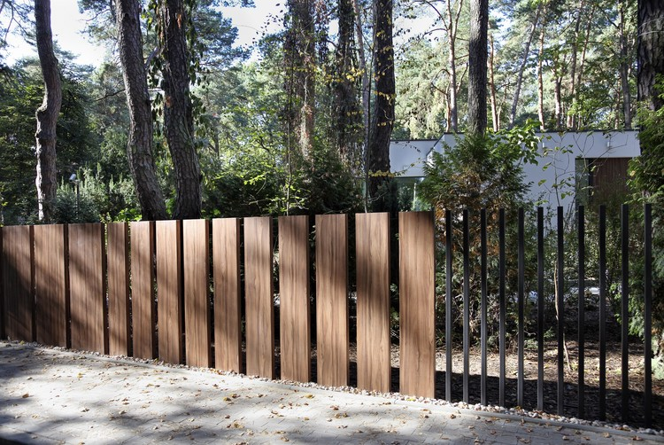 This New Quot Fancy Fence Quot System Retracts Gate Directly Into