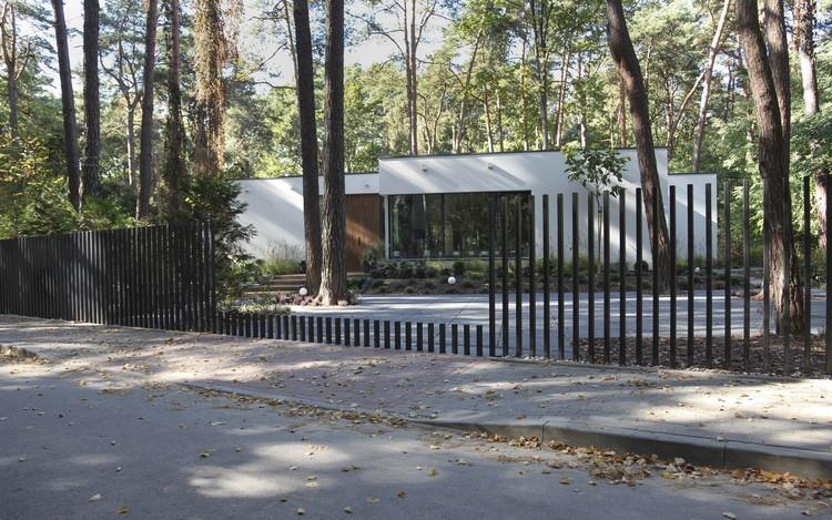 """""""Fancy Fence"""": sistema de portões retráteis verticais, Cortesia de Fancy Fence"""
