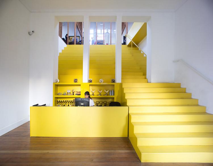 Oficinas de publicidad fahrenheit ddb mas uno studio for Uno e oficinas