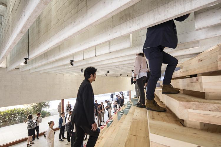 "Vídeo: Subindo o zigurate do Pavilhão Nórdico na Bienal de Veneza 2016, ""In Therapy"" no Pavilhão Nórdico. Imagem © Laurian Ghinitoiu"