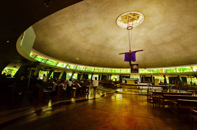 AD Classics: Parish of the Holy Sacrifice / Leandro V. Locsin, Courtesy of Wikimedia user Allan Jay Quesada