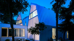 Laman Residence  / A Gruppo Architects