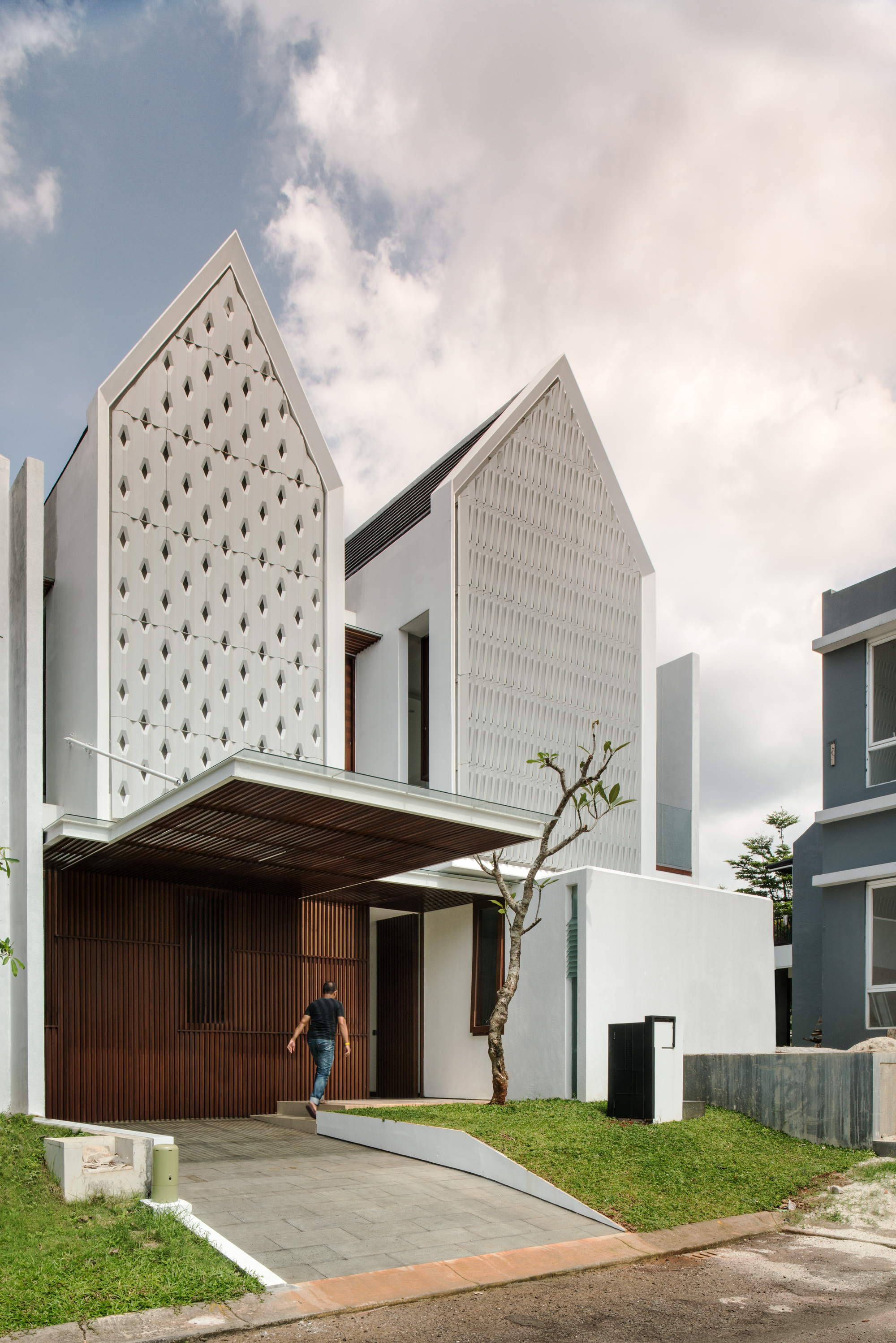 Home Design Ideas Architecture: Spouse House / Parametr Indonesia