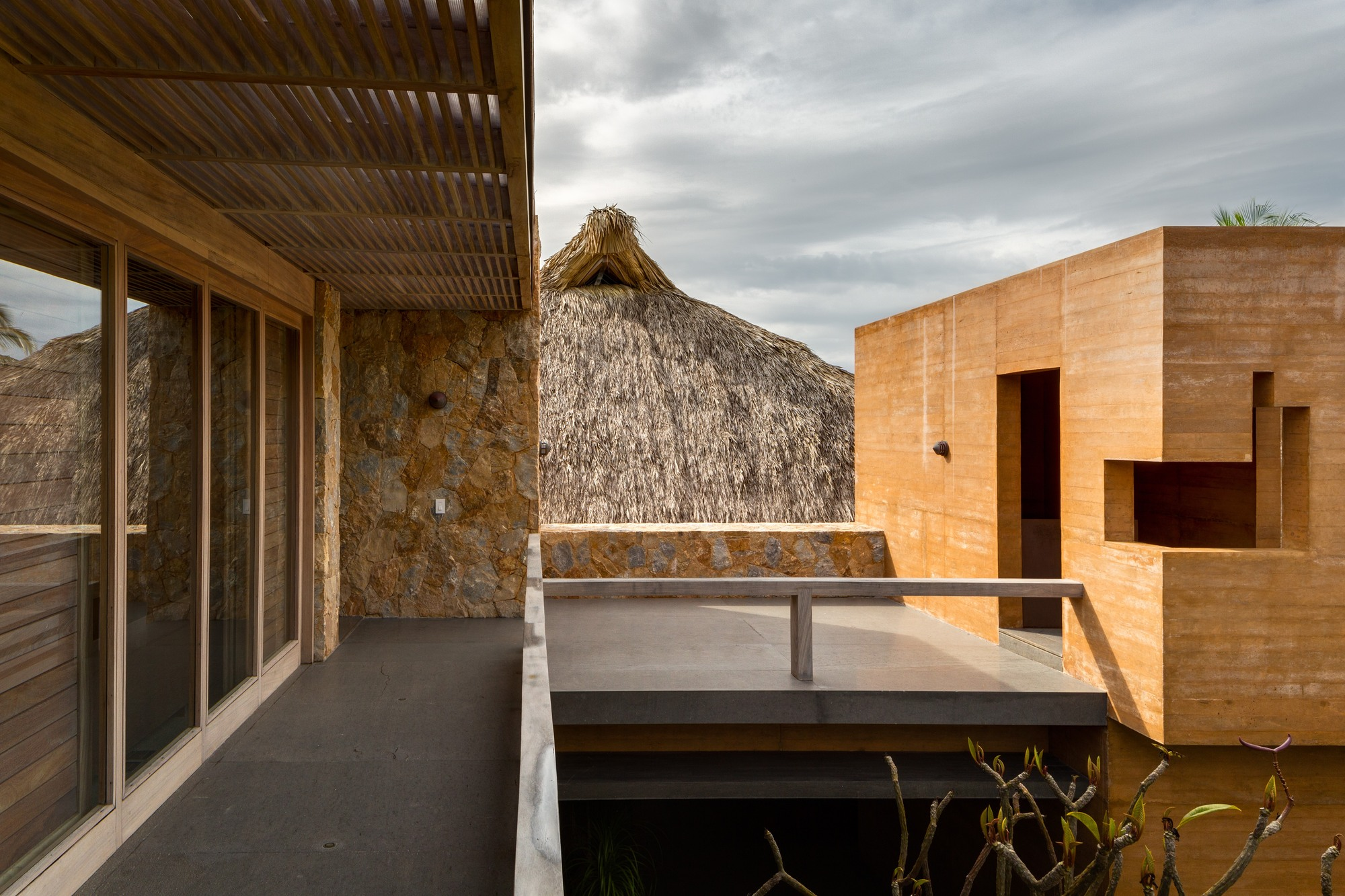 House on the Pacific Coast / Bernardi + Peschard arquitectura