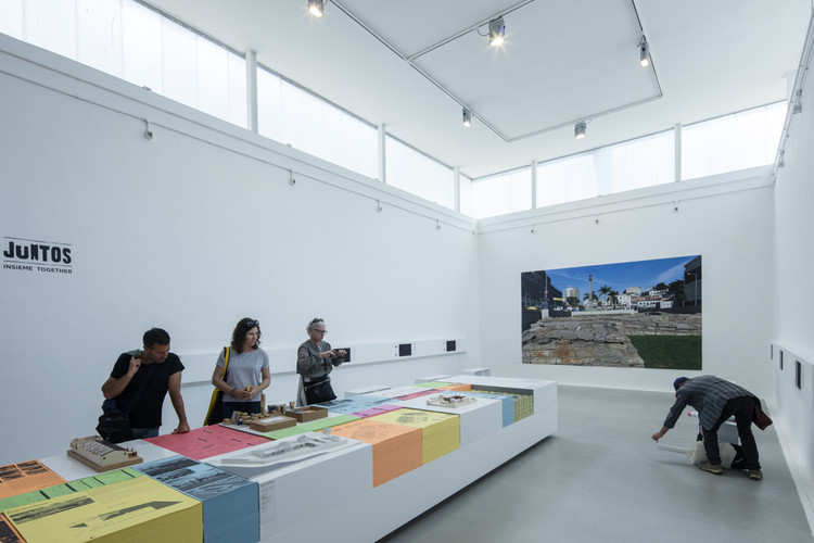 Participantes do Pavilhão do Brasil falam sobre a Bienal de Veneza, JUNTOS / curadoria de Washington Fajardo. Pavilhão do Brasil na Bienal de Veneza 2016. Image © Laurian Ghinitoiu