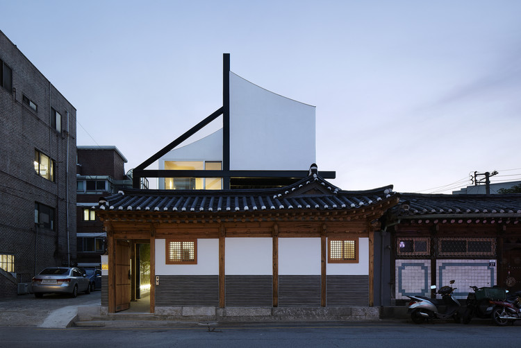 Sinseol-dong Hanok / CoRe architects
