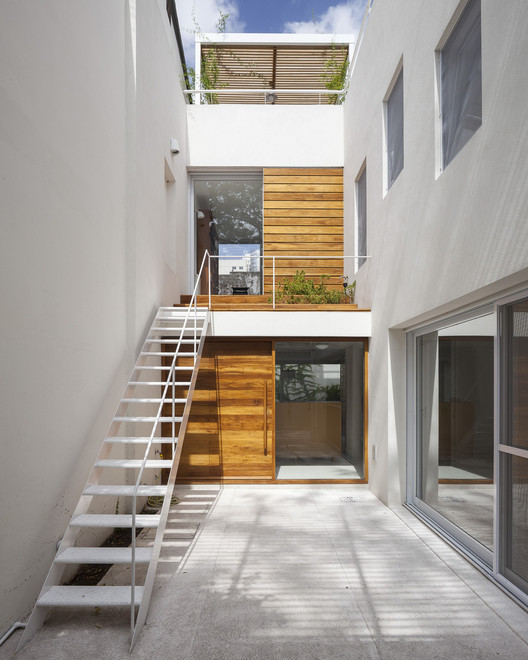 Casa cinco patios ana rascovsky arqs archdaily for Pisos para patios de casas