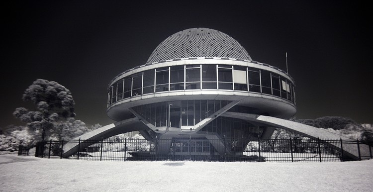 AD Classics: Planetario Galileo Galilei / Enrique Jan, via Flickr user: Luis Argerich CC BY–NC 2.0