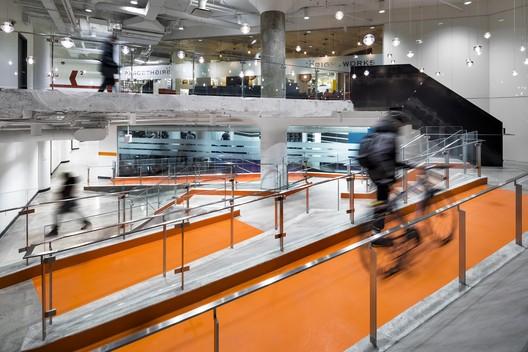 100 Broadview Lobby  / Quadrangle Architects & Interiors