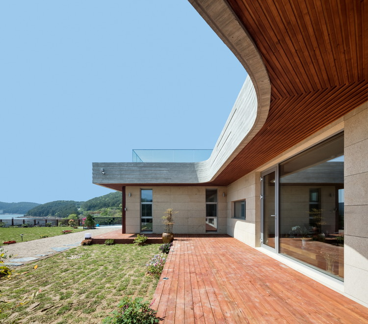 House in Mt. Dongmang  / 2m2 architects, © Shin Kyungsub