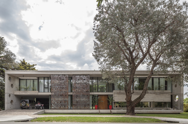 Casa HK  / Ça Arquitectura, © Federico Kulekdijian