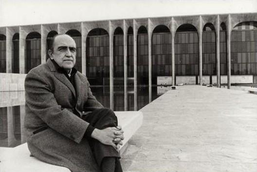 Escritório de Oscar Niemeyer sob nova direção, Cortesia de Mondadori.com