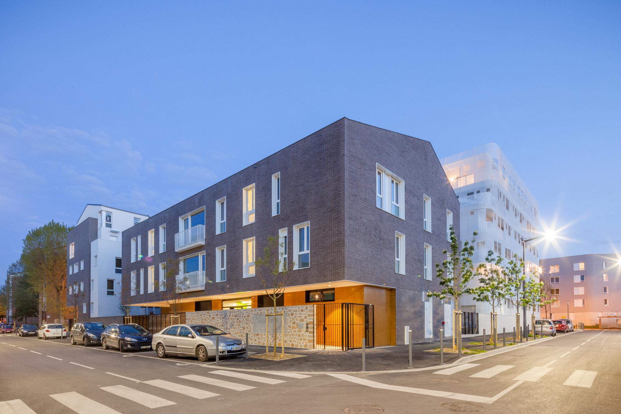 gallery of vigneux sur seine housing margot duclot architectes associ s 10. Black Bedroom Furniture Sets. Home Design Ideas
