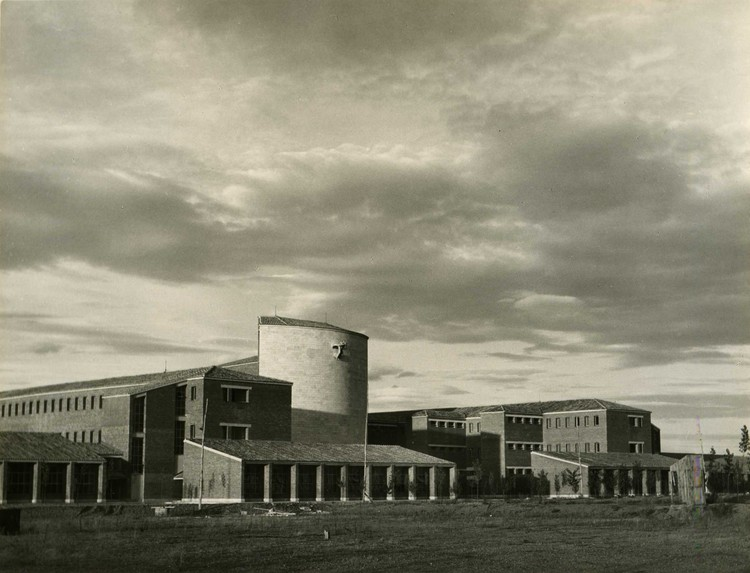 Clásicos de Arquitectura: Colegio Apostólico de los Padres Dominicos / Miguel Fisac, Cortesía de Fundación Miguel Fisac