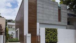 Badri Residence  / Architecture Paradigm
