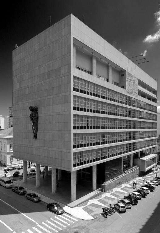 Arquitetura Moderna em Porto Alegre (Parte I): Antecedentes e a linhagem Corbusiana dos anos 50 / Luís Henrique Haas Luccas, Palácio da Justiça (1953), Carlos Maximiliano Fayet e Luiz Fernando Corona. Image © Marcelo Donadussi