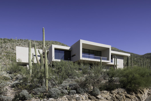 House in Sabino Springs / Kevin B Howard Architects