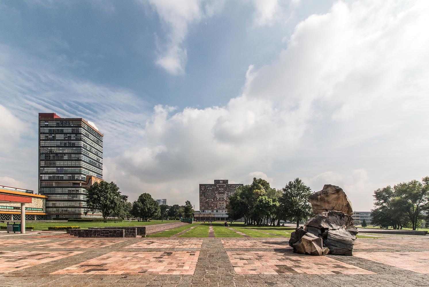 vista de la biblioteca central de la UNAM
