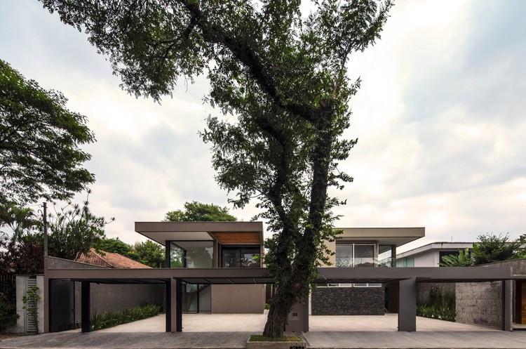 Casas Hermanas / Drucker Arquitetos Associados, © Ruben Otero